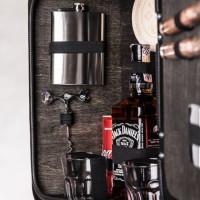 h4UM0kwr-The-Jerry-Can-Bar-Spirit-of-the-Real-Man-original-gift-for-man-geshenk-fur-mann-darcek-pre-muza-800px-black-flask.jpeg
